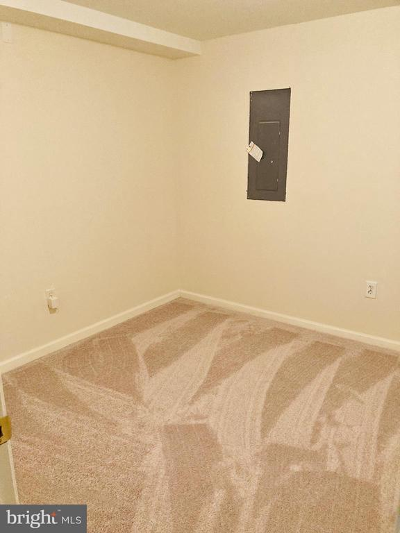 Basement Gym/Office Space - 8 BASKET CT, STAFFORD