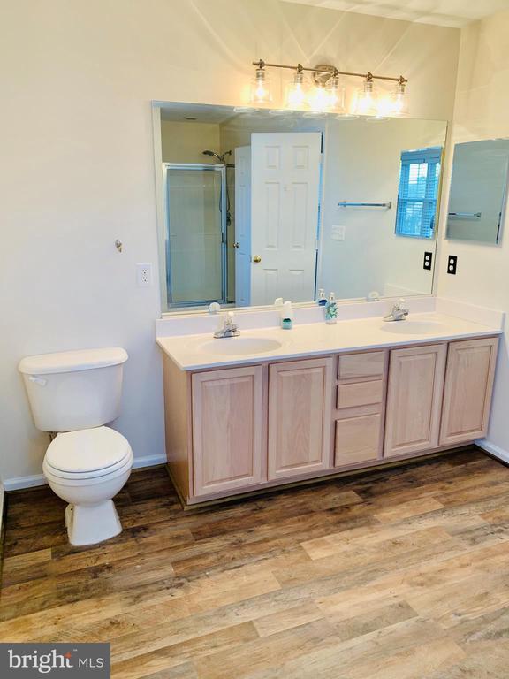 Master Bathroom - 8 BASKET CT, STAFFORD