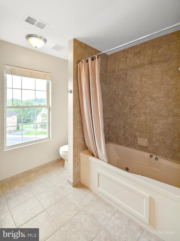 Owner's Bath - 519 W MAIN ST, MIDDLETOWN