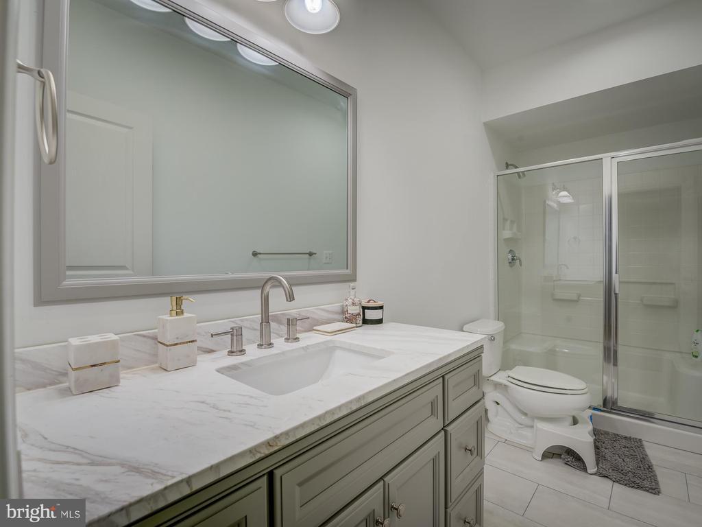basement expanded bathroom - 16496 CHATTANOOGA LN, WOODBRIDGE