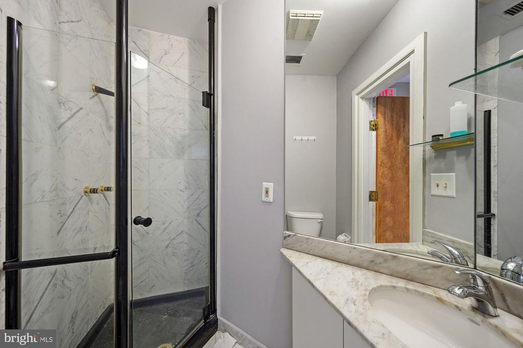 BATHROOM W/SHOWER - 1314 19TH ST NW, WASHINGTON