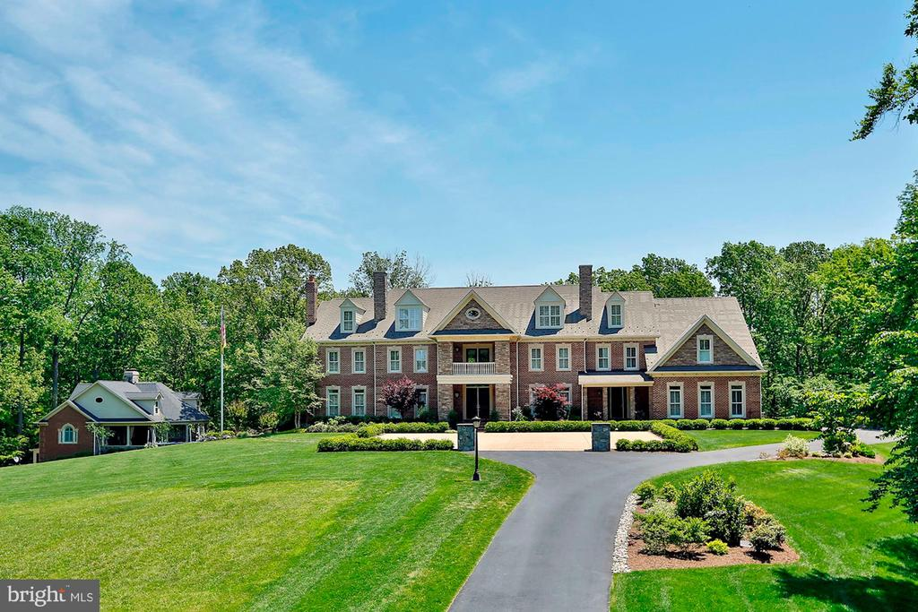 Stunning home on 7.5 private acres - 8225 WOLF RUN SHOALS RD, CLIFTON