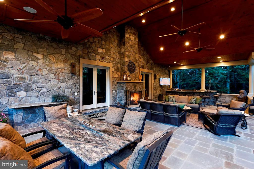Numerous seating areas in the veranda - 8225 WOLF RUN SHOALS RD, CLIFTON