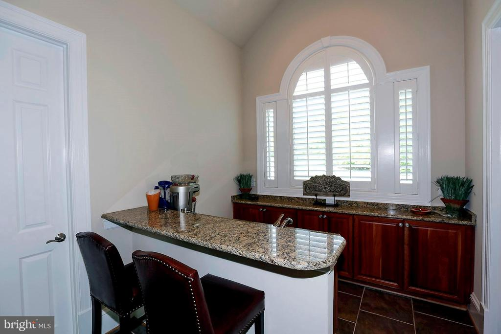 Kitchenette in detached pavilion - 8225 WOLF RUN SHOALS RD, CLIFTON