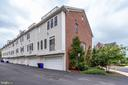 Highly Sought After End Unit - 2618 S KENMORE CT, ARLINGTON