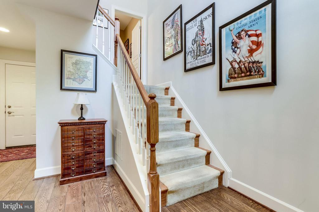 Staircase to Upper Level - 2618 S KENMORE CT, ARLINGTON