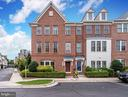 Coveted End Unit TH with Largest Square Footage - 2618 S KENMORE CT, ARLINGTON