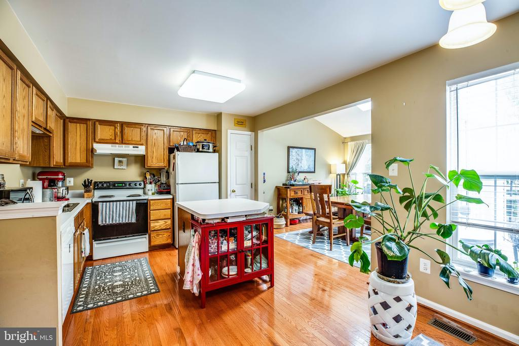 The kitchen opens into flex dining or Family Room - 10003 GRASS MARKET CT, FREDERICKSBURG