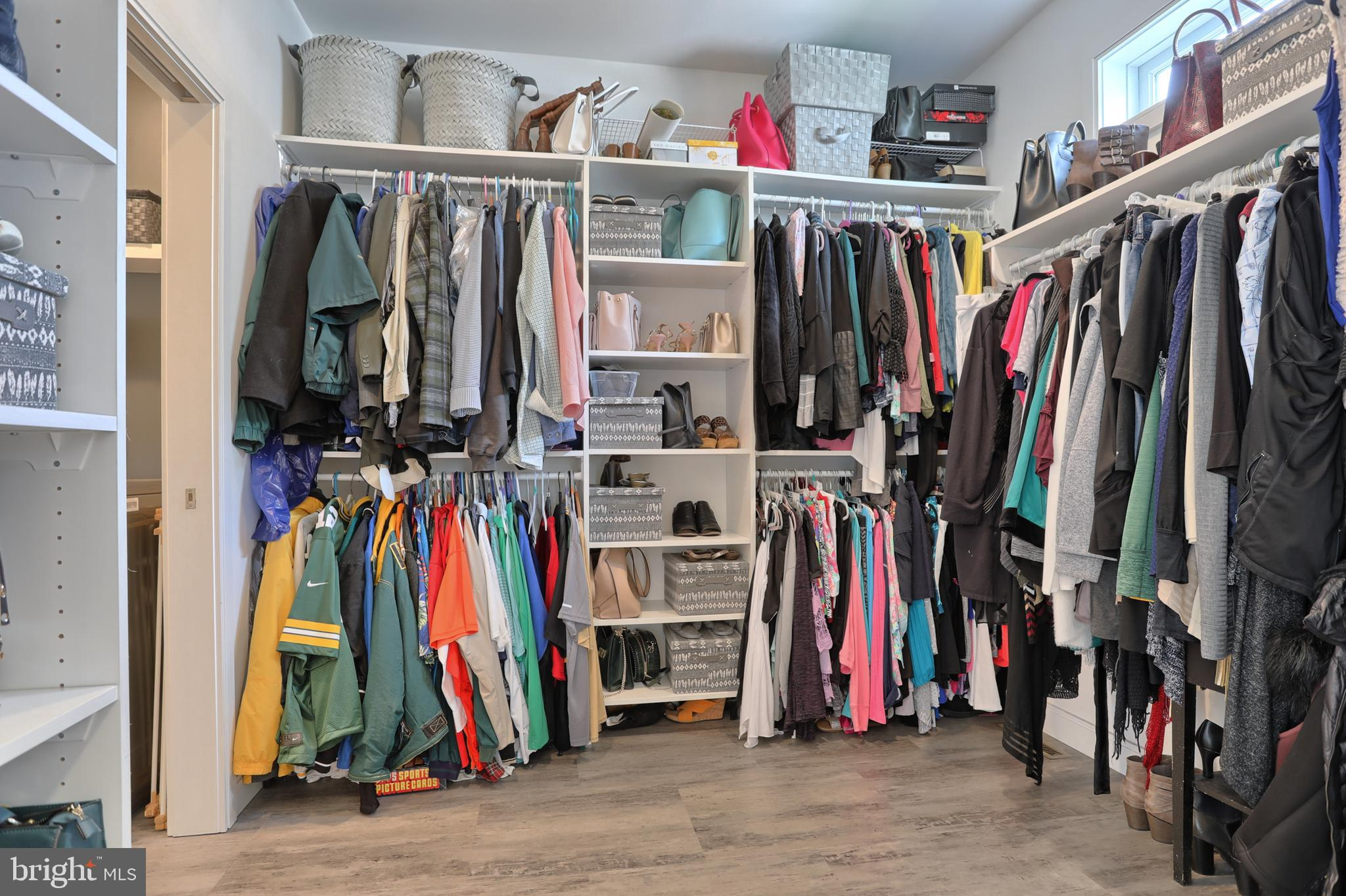 9x9 walk-in closet
