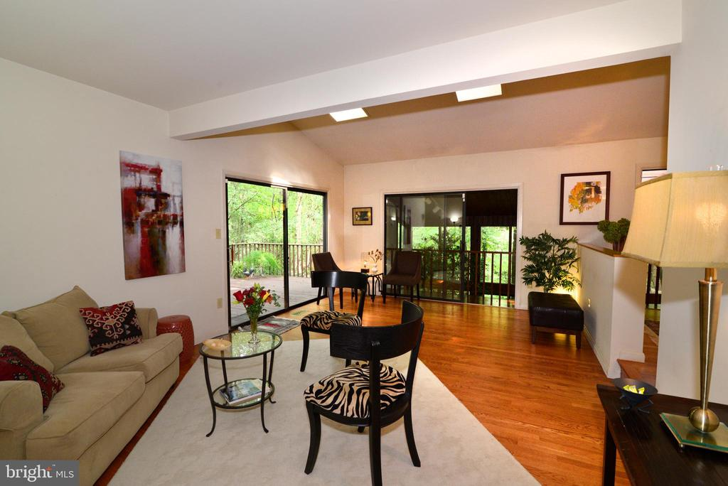 Living room with SGD to wrap around deck - 11137 GLADE DR, RESTON