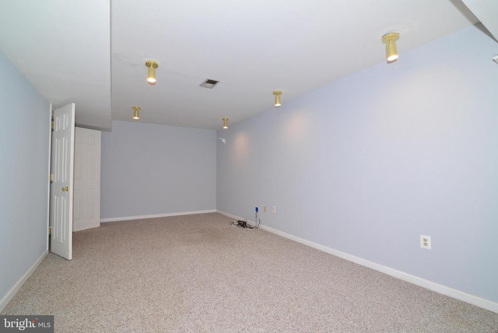 Lower level office/exercise room - 11137 GLADE DR, RESTON