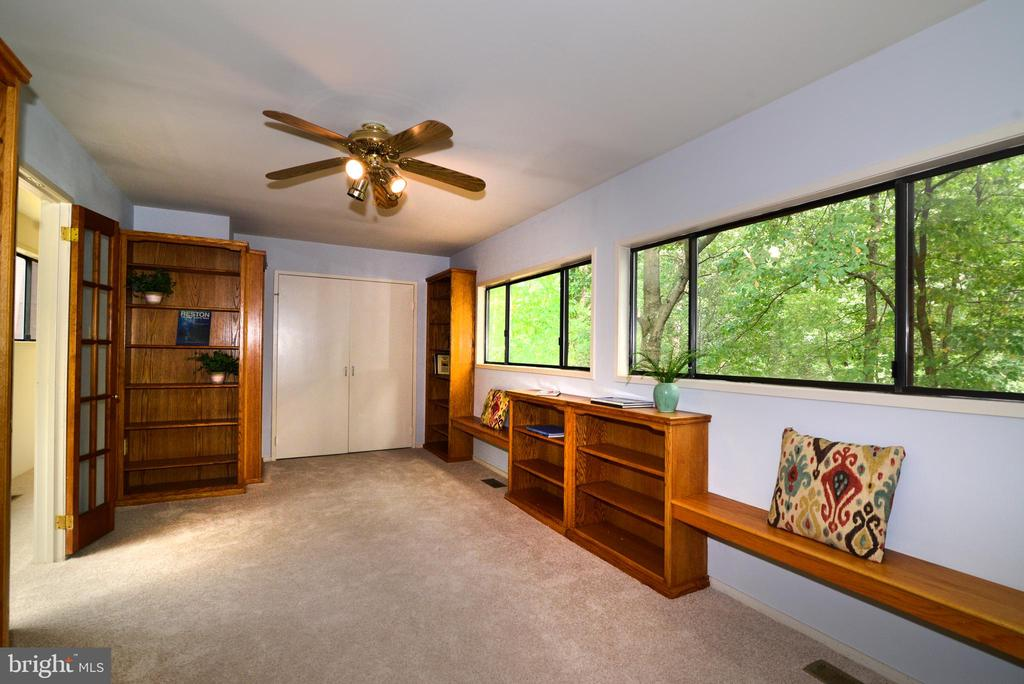 Upper level library bedroom - 11137 GLADE DR, RESTON