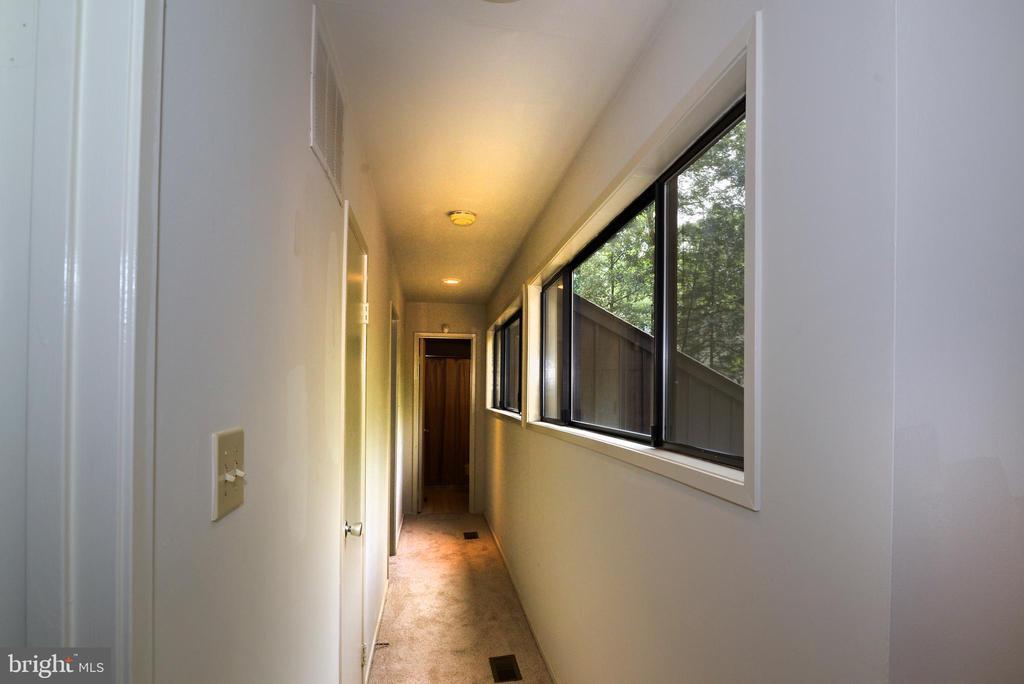 Upper level hall - 11137 GLADE DR, RESTON
