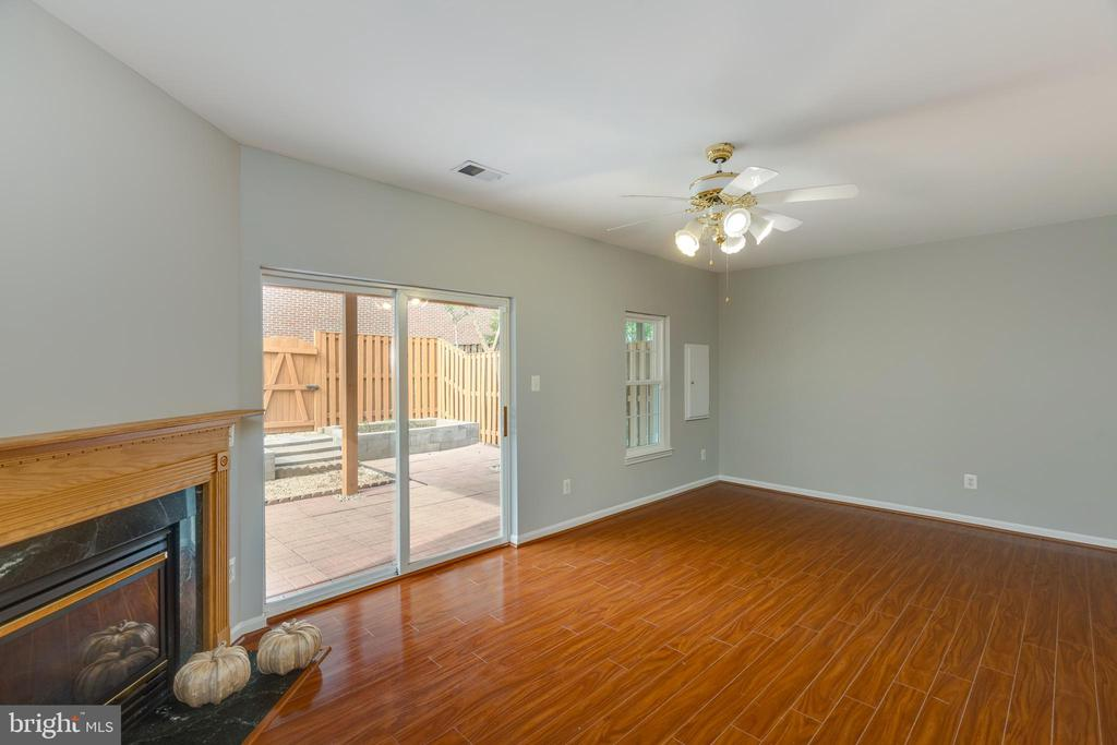 Great space for movies, game room, guests - 4772 BIDEFORD SQ, FAIRFAX