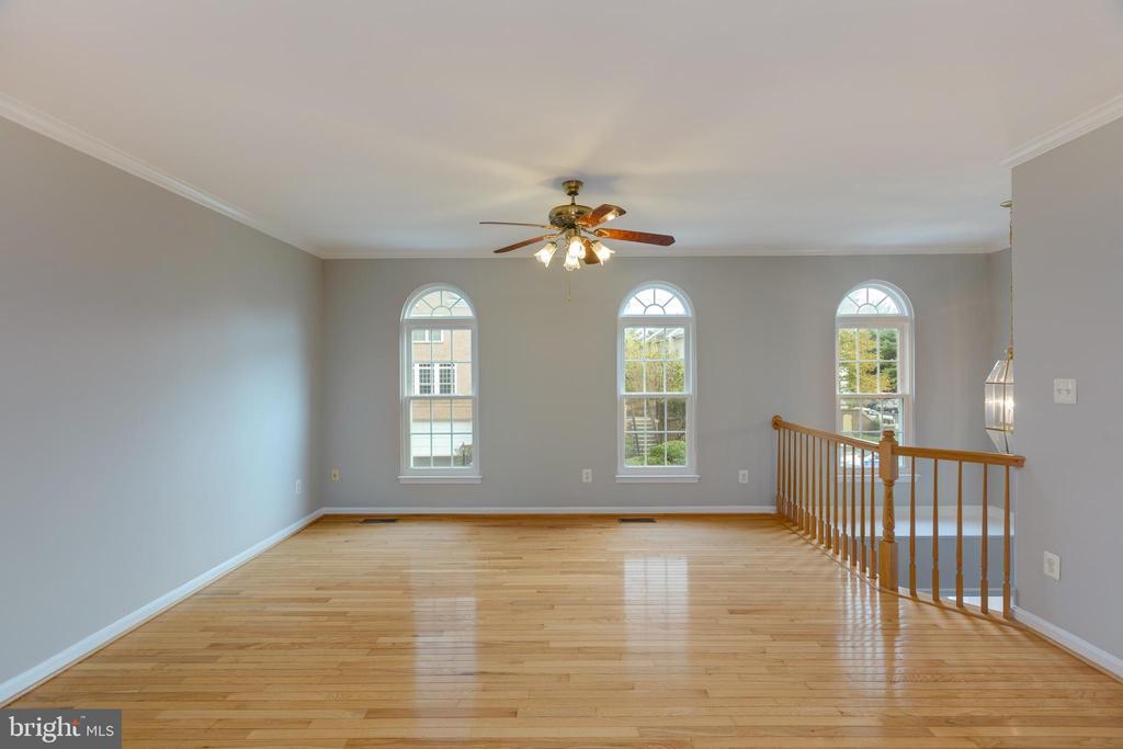 New windows and open to foyer below - 4772 BIDEFORD SQ, FAIRFAX
