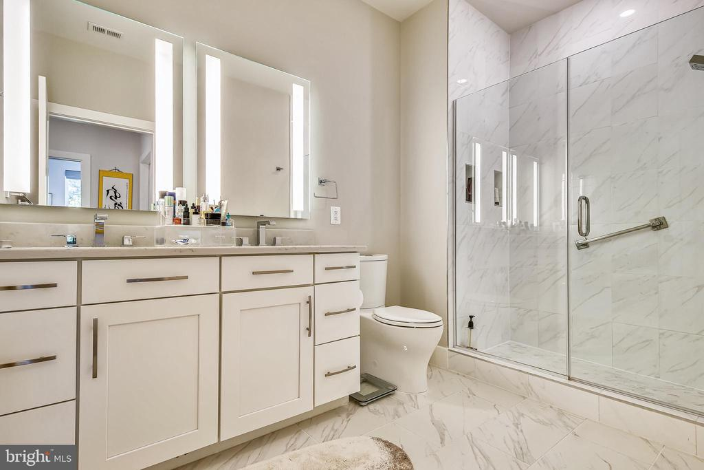 Master Bathroom - 1411 KEY BLVD #311, ARLINGTON
