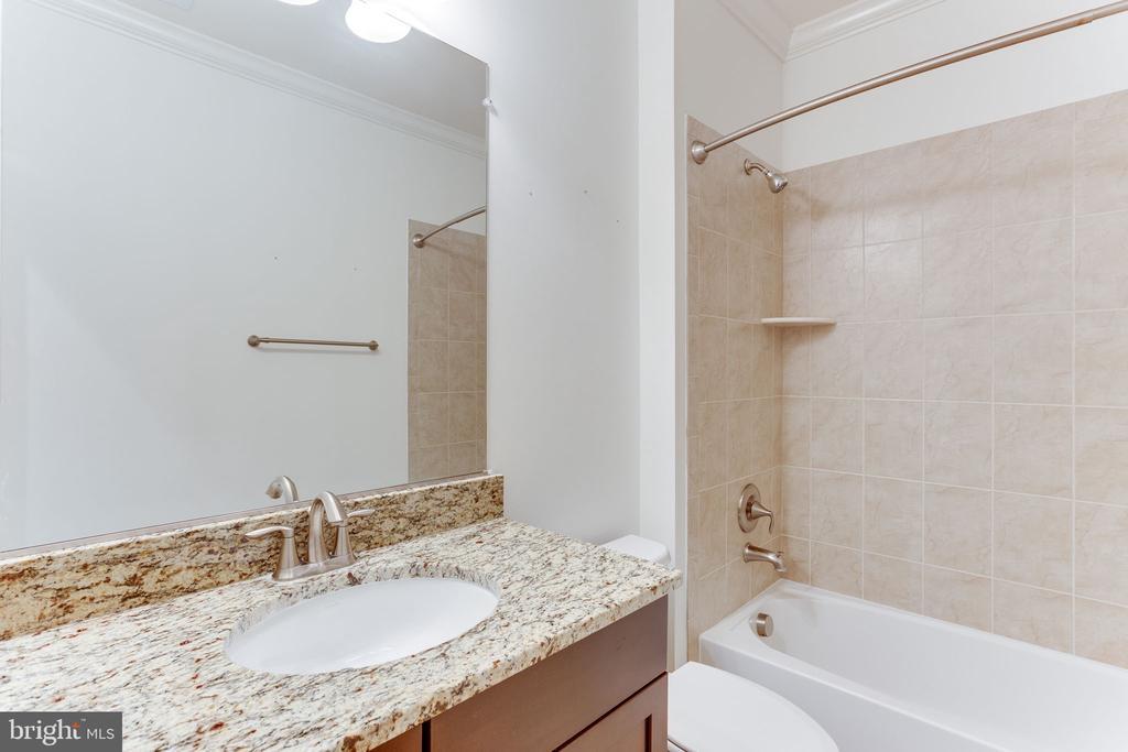 hallway bathroom - 19347 NEWTON PASS SQ, LEESBURG