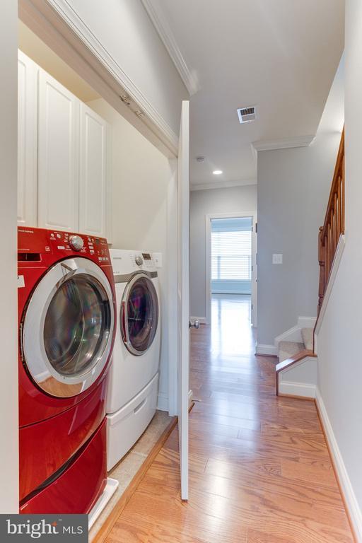 hallway laundry room - 19347 NEWTON PASS SQ, LEESBURG