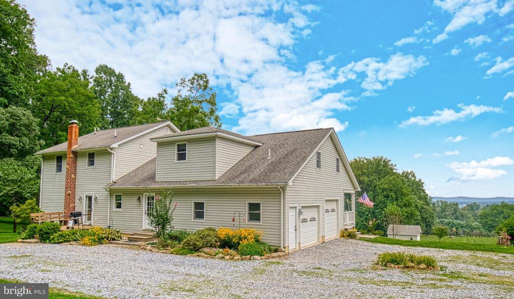Custom Built Home, Mountain Views! - 12637 MOUNTAIN RD, LOVETTSVILLE