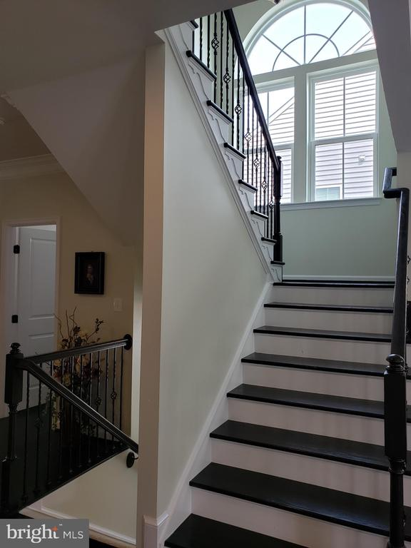 STAIRS TO UPPER LEVEL - 12409 MAYS QUARTER RD, WOODBRIDGE