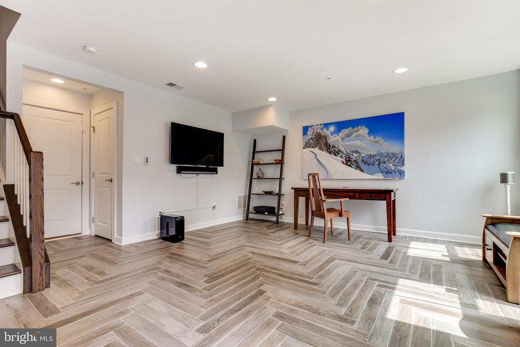 Entry Level with New Flooring and Recesed Lighting - 5717 11TH ST N, ARLINGTON