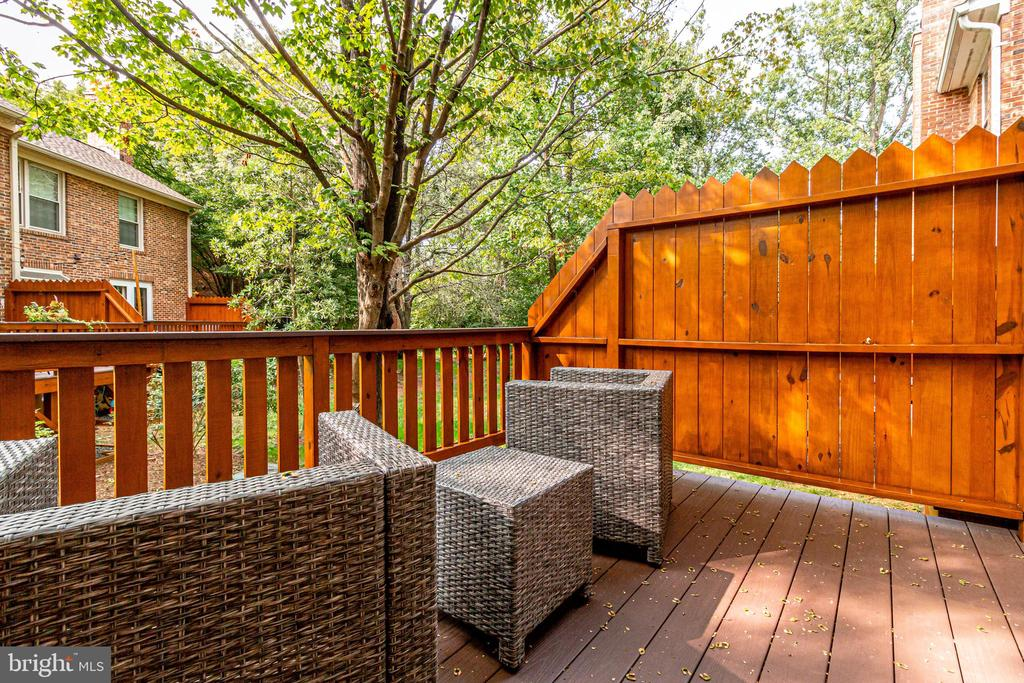 PRIVATE DECK OVERLOOKING PARKLAND - 2440 S WALTER REED DR #1, ARLINGTON