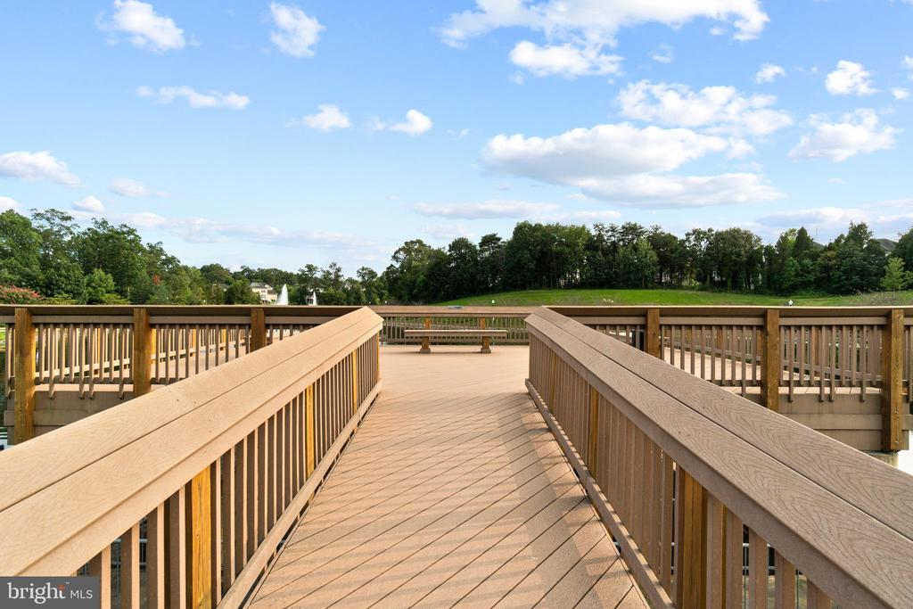 Pier View of Waterfalls - 9434 STILSON DR, MANASSAS