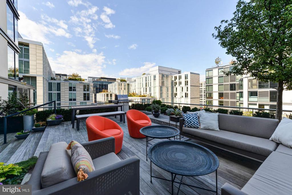1,009 SF private roof terrace - 925 H ST NW #810, WASHINGTON
