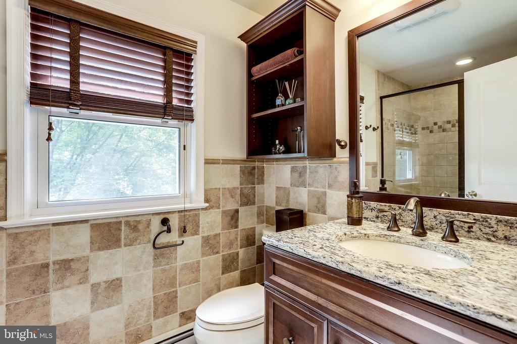 Owner's Totally Renovated Bath - 11914 WAYLAND ST, OAKTON