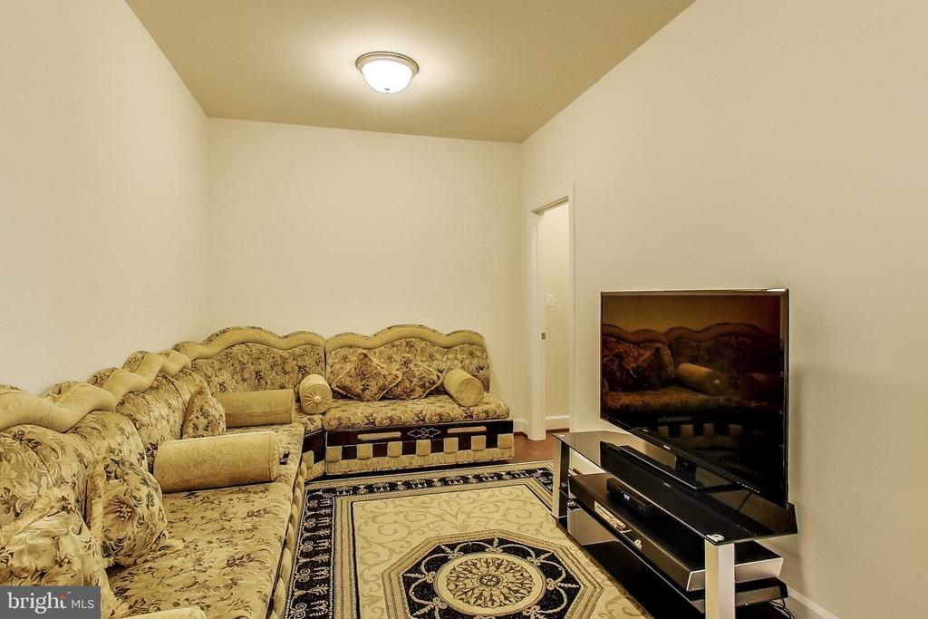 Sitting Area on Entry Level - 23148 BROOKSBANK SQ, BRAMBLETON