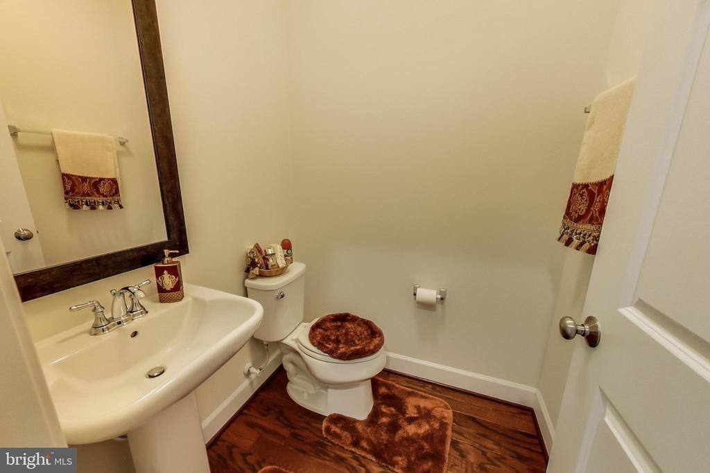 Half Bath at Kitchen Level - 23148 BROOKSBANK SQ, BRAMBLETON