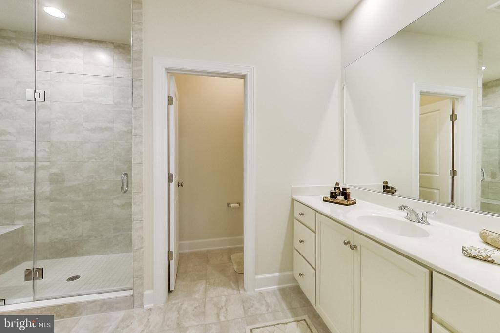 Master Bathroom Walk-in Shower - 23148 BROOKSBANK SQ, BRAMBLETON
