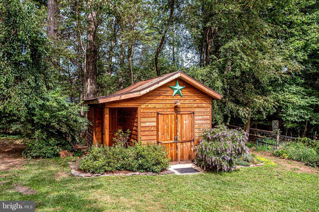 Cedar Shed - Power Washed and Freshly Stained - 11914 WAYLAND ST, OAKTON