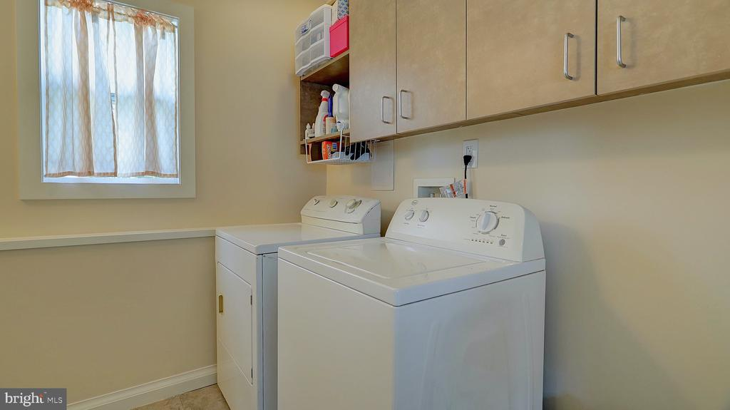 Conveniently located laundry, washer and dryer - 105 BAKER ST, MANASSAS PARK