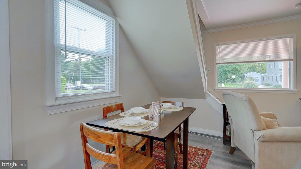 space for a table - 105 BAKER ST, MANASSAS PARK