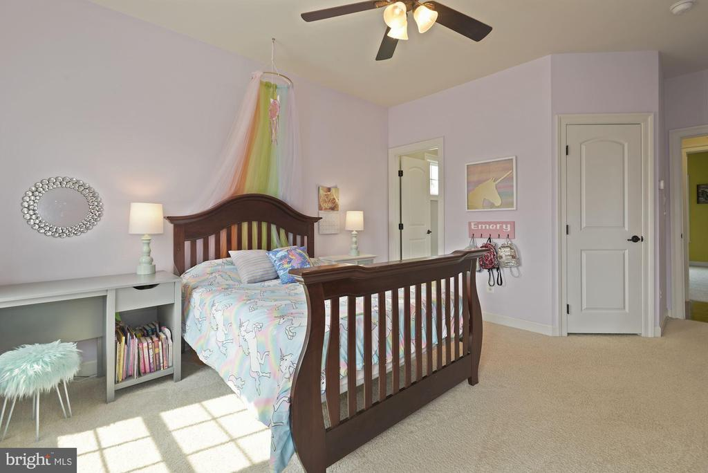 4th bedroom  with shared full bath - 20669 PERENNIAL LN, ASHBURN