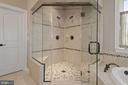 Dual head shower with bench seat - 20669 PERENNIAL LN, ASHBURN
