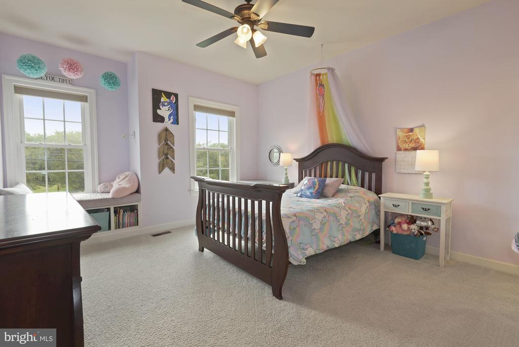 4th bedroom with built-in bench  seating - 20669 PERENNIAL LN, ASHBURN
