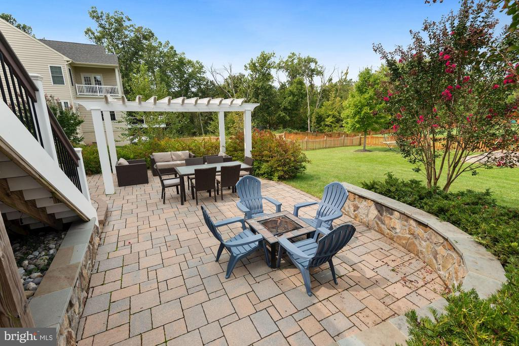 Large patio off raised deck - 20669 PERENNIAL LN, ASHBURN