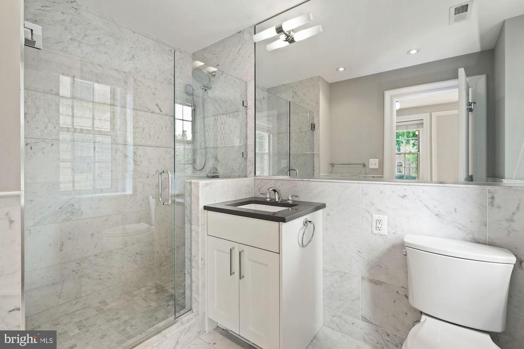 Full Marble Bath Connected to Main Bedroom - 1801 16TH ST NW #105, WASHINGTON