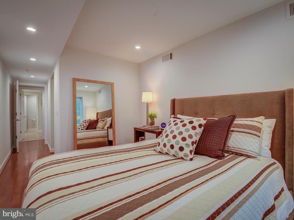 Master bedroom - 4141 S FOUR MILE RUN DR #104, ARLINGTON