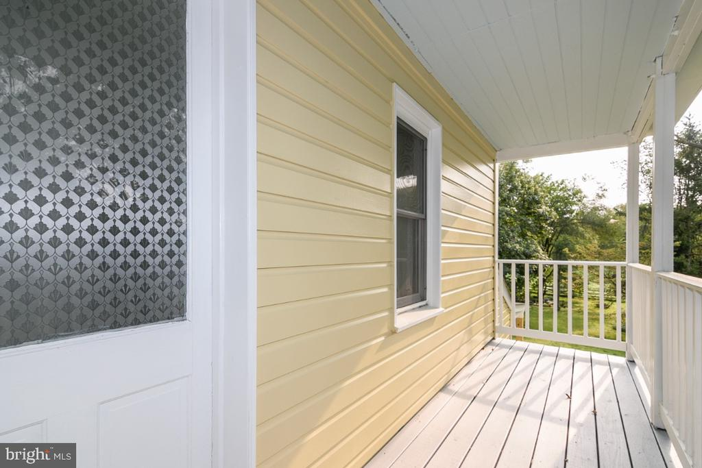 Covered Front Porch - 3635 BUCKEYSTOWN PIKE, BUCKEYSTOWN