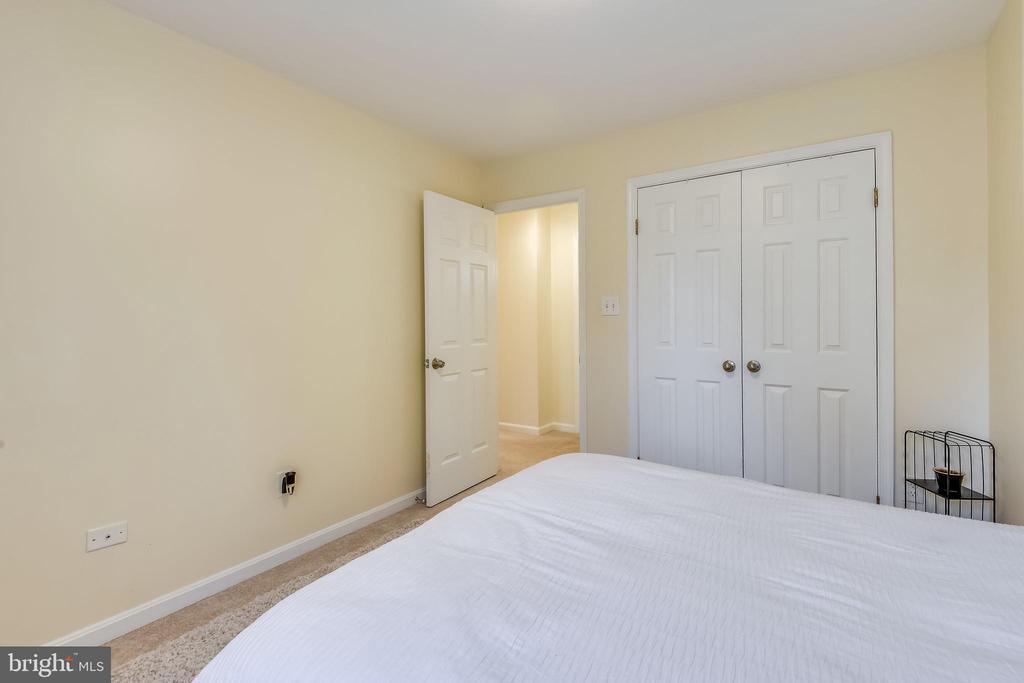 Carpet & double door closet! - 21115 FIRESIDE CT, STERLING