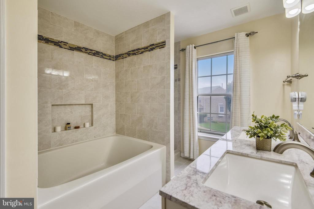 Beautiful Master Bathroom - 21115 FIRESIDE CT, STERLING