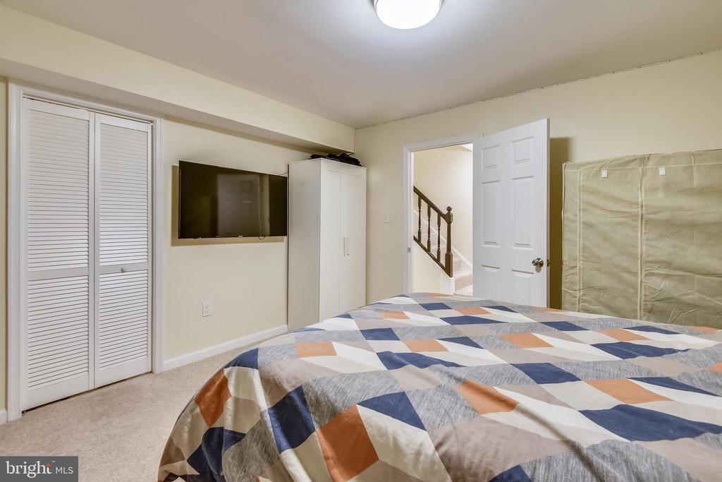 Perfect for Play Room or Home  office - 21115 FIRESIDE CT, STERLING