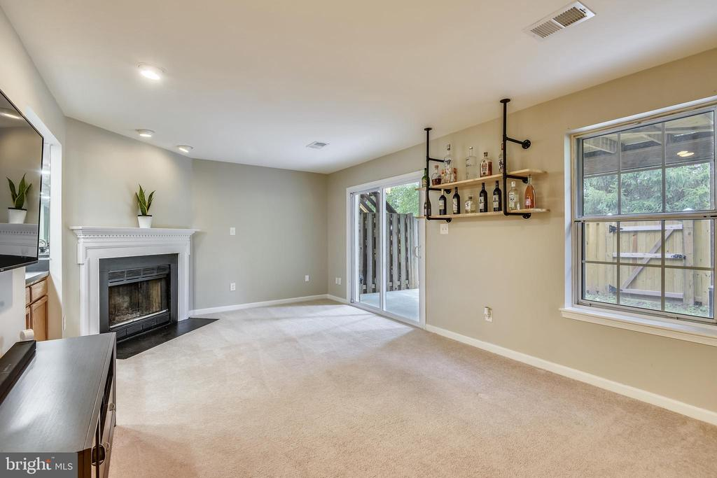 &Lower level patio access! - 21115 FIRESIDE CT, STERLING