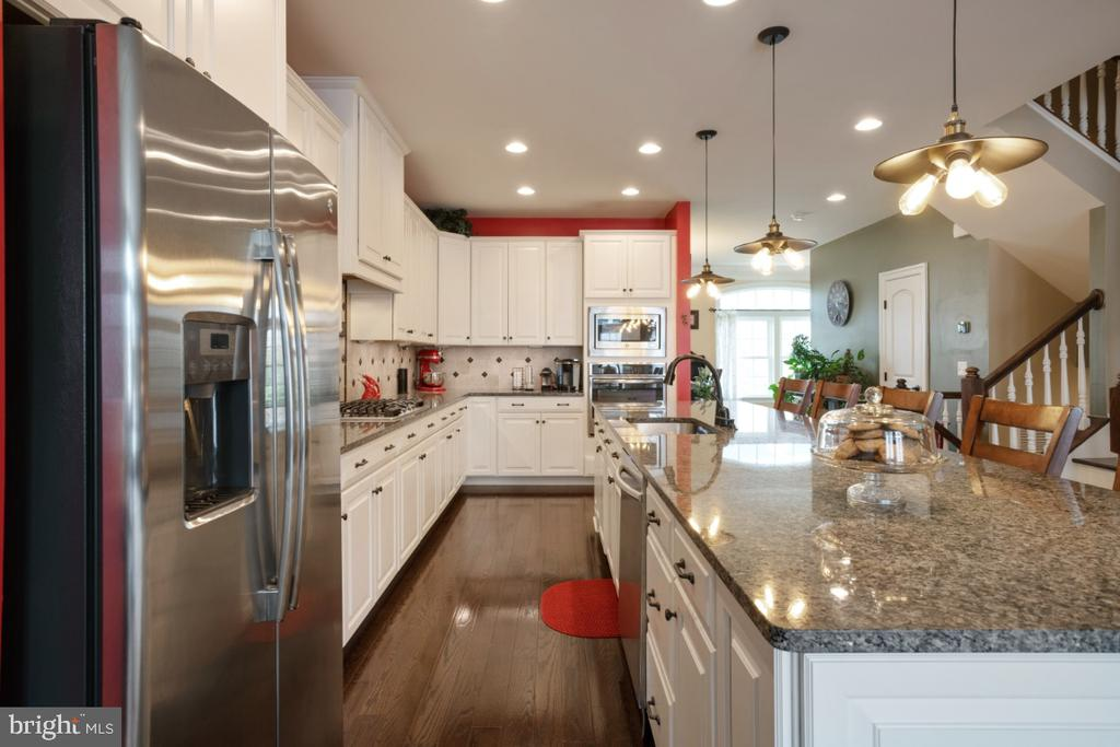Upgraded cabinetry and appliances - 13730 SENEA DR, GAINESVILLE