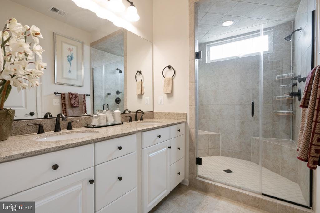 Master bath with walk-in shower - 13730 SENEA DR, GAINESVILLE