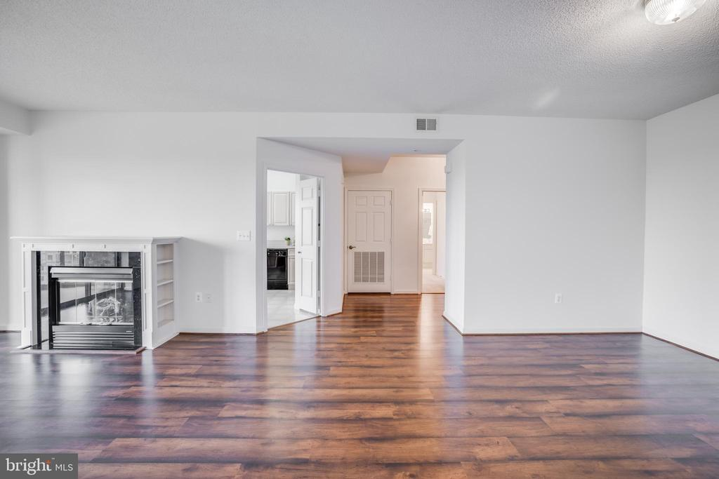 Hardwood Floors in the Foyer and Main Areas - 19355 CYPRESS RIDGE TER #823, LEESBURG