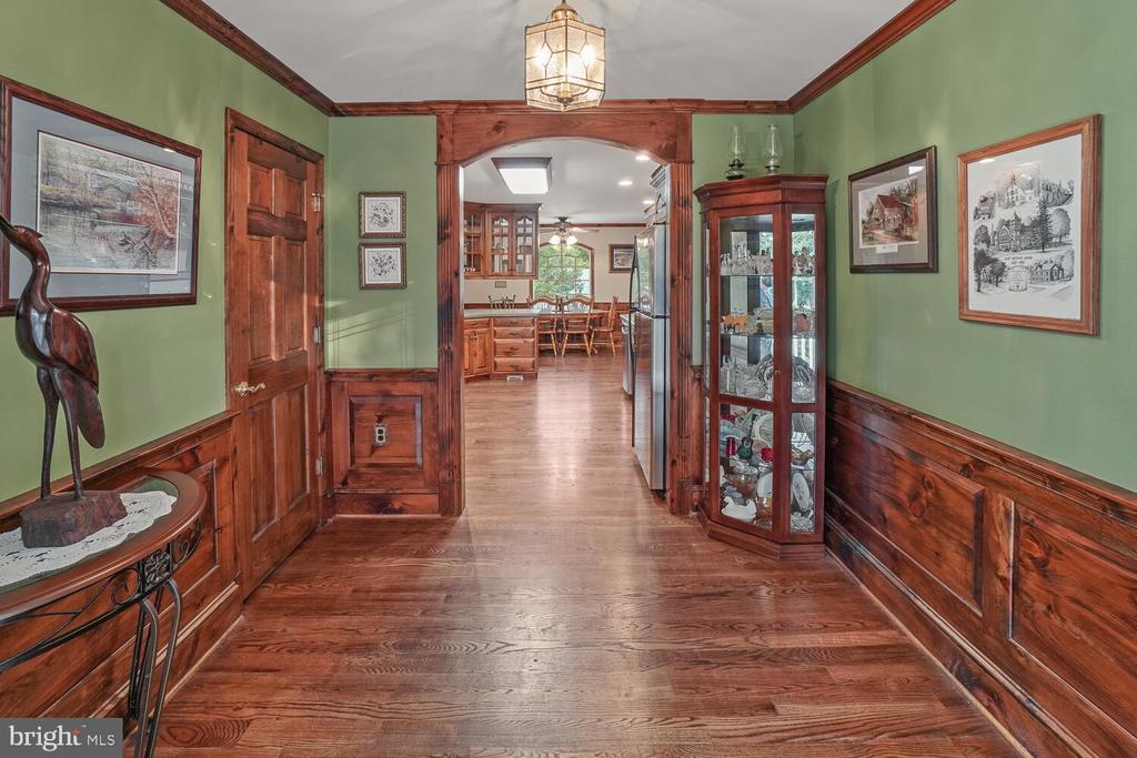 Foyer off front door - 11829 CASH SMITH RD, KEYMAR